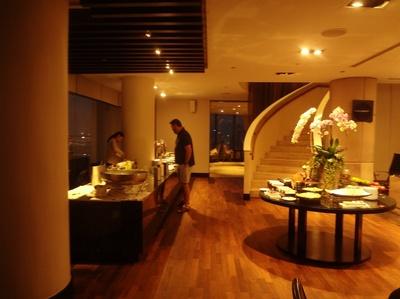 Millennium Hilton Bangkok exective lounge cocktailtime (8).JPG